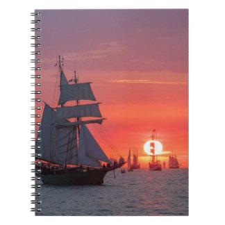 Carnet Grand voilier marchand dans le coucher du soleil