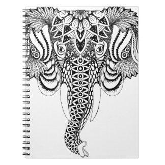Carnet Illustration d'éléphant de mandala, dessinant.