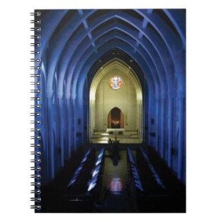 Carnet ombres de l'église bleu-foncé