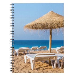 Carnet Parasol en osier avec la plage beds.JPG