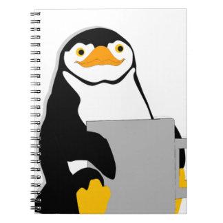 Carnet Pingouin se reposant tenant la tasse regardant la