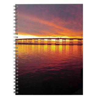 Carnet Pont de ville de Morehead au coucher du soleil