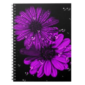 Carnet pourpre de photo de fleur