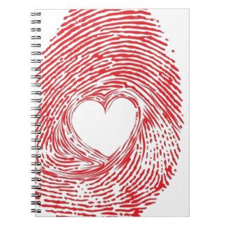 Carnet rouge-empreinte-avec-coeur