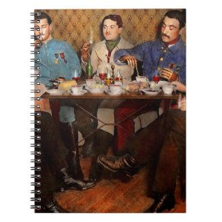Carnet Steampunk - trois bioniques ayant le thé 1917