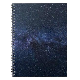 Carnet Une galaxie des étoiles dans le ciel nocturne
