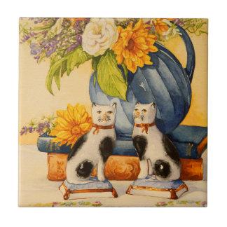 Carreau 4776 chats de porcelaine avec le broc bleu