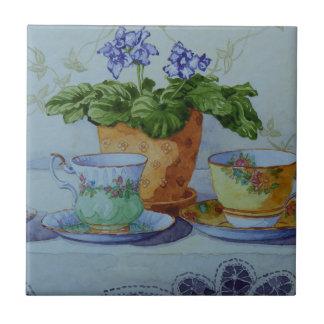 Carreau 6470 violette africaine et tasses de thé