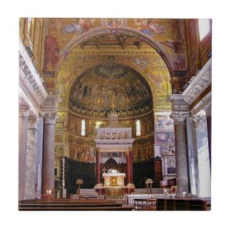 Carreau À l'intérieur de l'église ouais