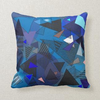 """Carreau avec la conception """"de denim de triangles"""" coussin décoratif"""
