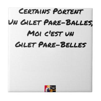 CARREAU CERTAINS PORTENT UN GILET PARE-BALLES, MOI C'EST