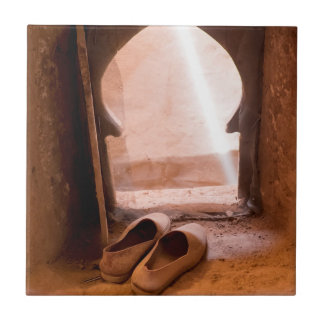 Carreau Chaussures marocaines à la fenêtre