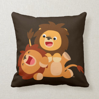 Carreau espiègle mignon de deux lions de bande oreiller