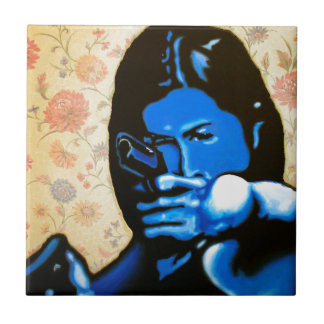 """Carreau """"Fille avec deux armes à feu"""" par Axel Bottenberg"""
