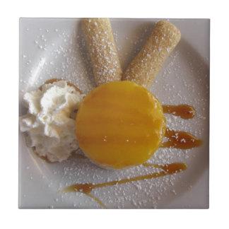 Carreau Gâteau couvert par confiture de crème glacée