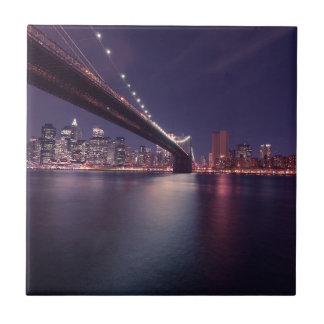 Carreau Horizon de nuit de pont de New York City Brooklyn