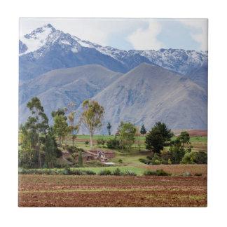 Carreau Le Pérou, Maras. Paysage au-dessus de la vallée