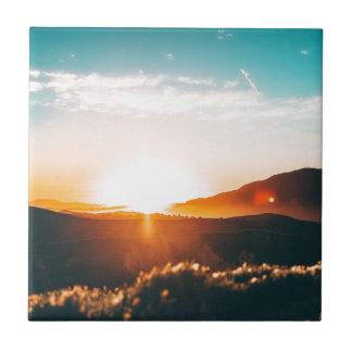Carreau Lever de soleil au-dessus de la colline en nature
