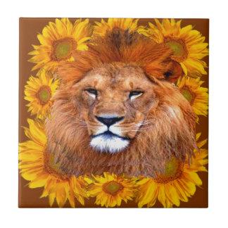 Carreau lion africain fauve et cadeaux jaunes de