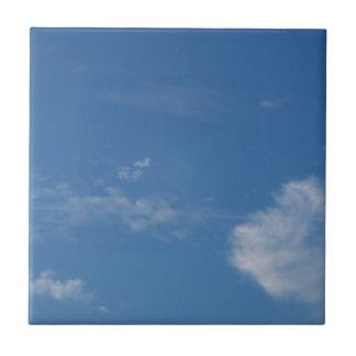 Carreau nuages bleu-foncé de blanc de ciel
