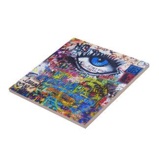 Carreau Oeil mauvais de graffiti bleu