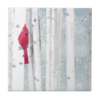 Carreau Oiseau cardinal rouge dans le bel arbre de bouleau
