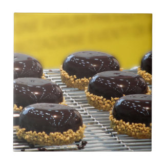Carreau Petits gâteaux de chocolat vitrés avec des grains