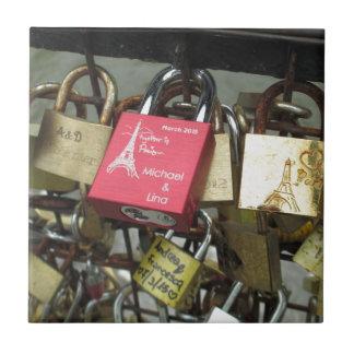 Carreau Pont d'amants - serrures d'amour de Paris, France