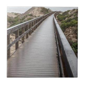 Carreau Pont de pied au parc d'état de lac Oso Flaco