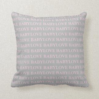 Carreau rose et gris d'amour d'amour de bébé coussin décoratif