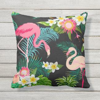 Carreau rose tropical élégant de flamants coussins carrés