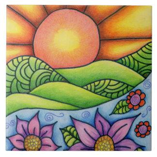Carreau Sun au-dessus de courant et de fleurs de collines