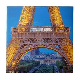 Carreau Tour Eiffel avec Ecole Militaire au-delà