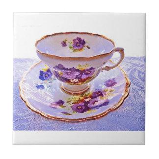 Carreau Tuile vintage de tasse de thé de pensées pourpres