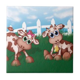 Carreau Vaches à bébé d'un côté de colline avec de