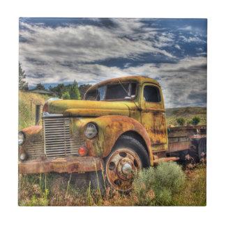 Carreau Vieux camion abandonné dans le domaine