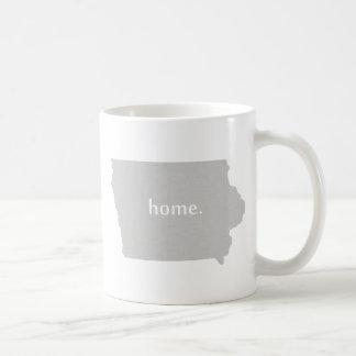 Carte à la maison d'état de silhouette de l'Iowa Mug