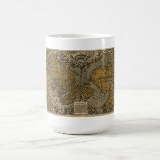 Carte antique médiévale classique du monde par l'a tasse à café