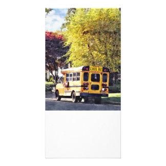 Carte Autobus scolaire garé en automne