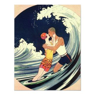 Carte Baiser vintage d'amants d'art déco dans les vagues