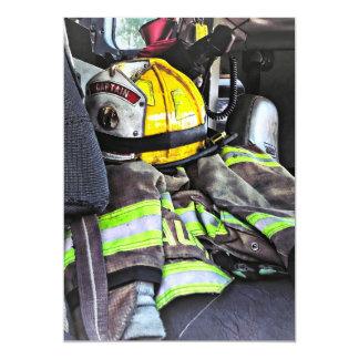 Carte Casque jaune du feu dans le camion de pompiers