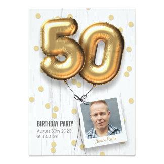 Carte cinquantième Ballons adultes d'or d'invitation de