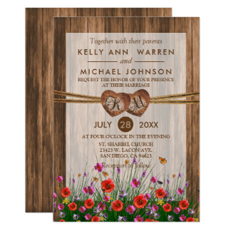Carte Coeurs en bois de monogramme avec de beaux fleurs