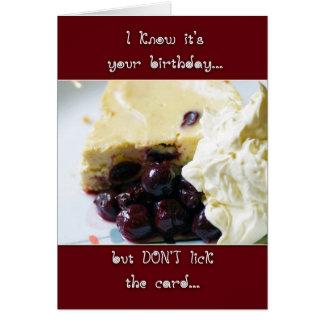 Carte d'anniversaire de gâteau au fromage de