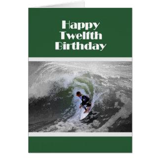 Carte d'anniversaire heureuse de surfer douzième