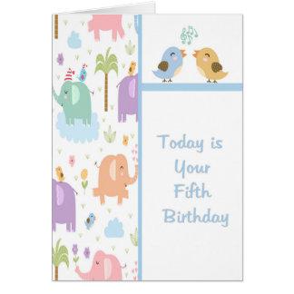 Carte d'anniversaire pour le vieil enfant de cinq