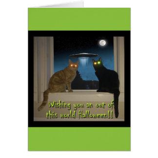 Carte de chat de Halloween avec les chats noirs et