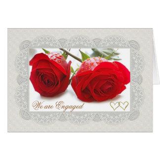 Carte de faire-part de fiançailles de roses rouges