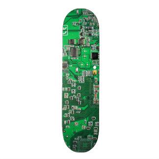 Carte de geek d'ordinateur - vert plateau de planche à roulettes