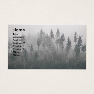 Carte de visite brumeux de photo de forêt
